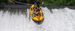 telaga-waja-rafting-jump