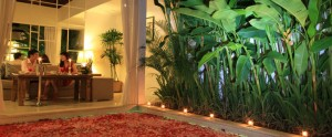 Bali-Astana-Kunti-Honeymoon-Villa-Romantic-Dinner-Setting