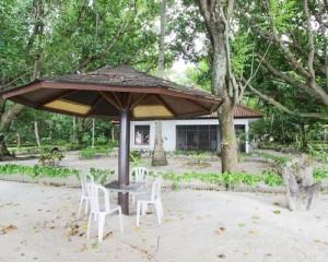 Pulau-Bintang-Tour-Akomodasi-Bungalow