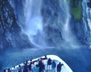 Scenic-Southern-New-Zealand-Bowen-Falls