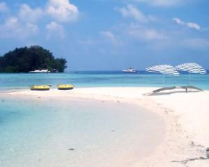 Pulau-Macan-Eco-Resort-Pantai-Pasir-Putih
