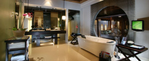 Bali-Royal-Santrian-Honeymoon-Villa-Royal-Bathroom