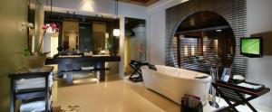 Bali-Royal-Santrian-Honeymoon-Villa-Royal-Bathroom