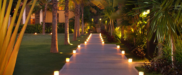 Bali De Daun Honeymoon Villa - Villa Evening