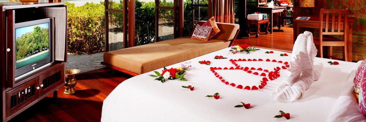 Romantic Honeymoon Villa - Romantic Bedroom Flower