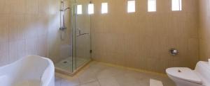Bali Kubal Honeymoon Villa - Bathroom Villa