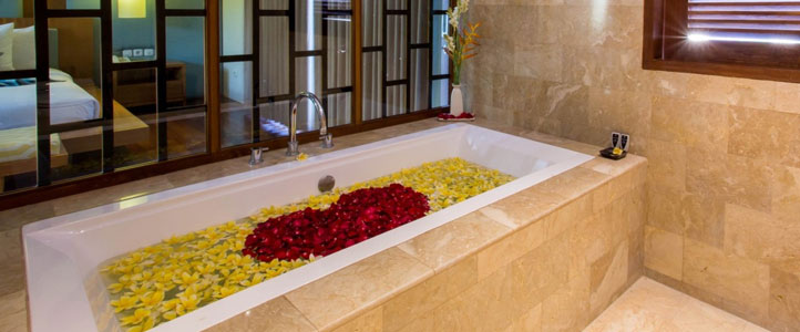 Bali Maca Umalas Honeymoon Villa - Romantic Flower Bathroom