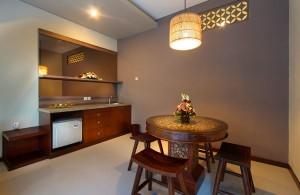 Bali Maharaja Honeymoon Villa - Kitchen
