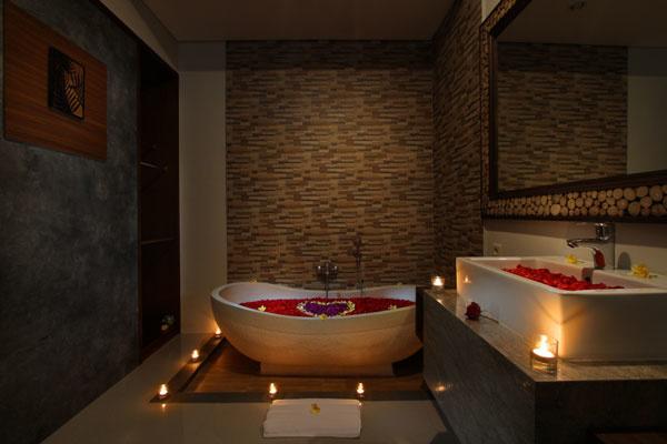 Bali Maharaja Seminyak Villa - Honeymoon Bathroom