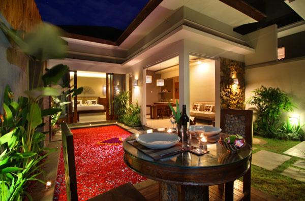 Bali Maharaja Seminyak Villa - Honeymoon Dinner