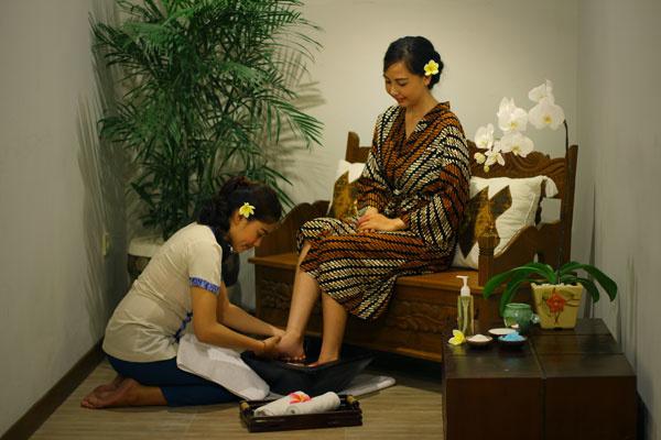 Bali Maharaja Seminyak Villa - Honeymoon Foot Massage