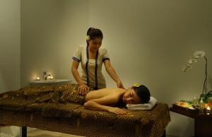 Bali-Maharaja-Seminyak-Villa-Honeymoon-Massage