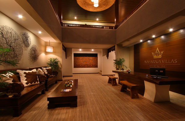 Bali Maharaja Seminyak Villa - Lobby Receptionist