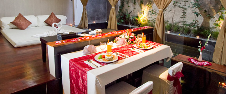 Bali 18 Suites Villas Honeymoon Package - Romantic Dinner