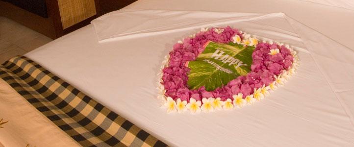 Lombok Pool Villa Club Honeymoon Package - Honeymooner-bed-setup