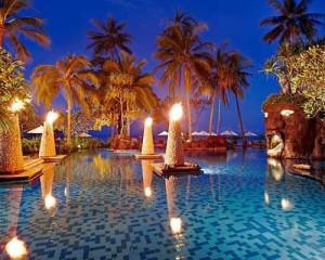 Lombok-Sheraton-Senggigi-Honeymoon-Package-Pool