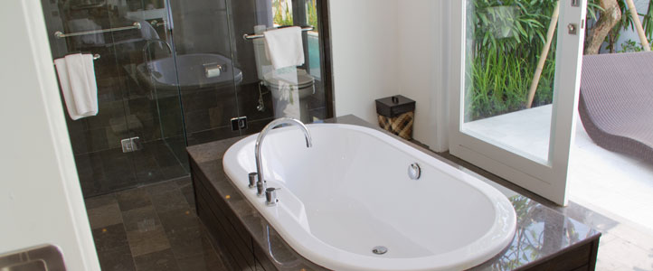 Bali Astana Batubelig Honeymoon - Bathtub