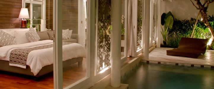 Bali Astana Batubelig Honeymoon - Bedroom with Private Pool