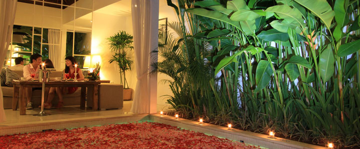 Bali Astana Kunti Honeymoon Villa - Romantic Dinner Setting
