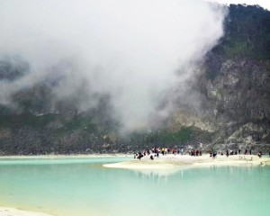 Bandung-Kawah-Putih-Danau-Putih
