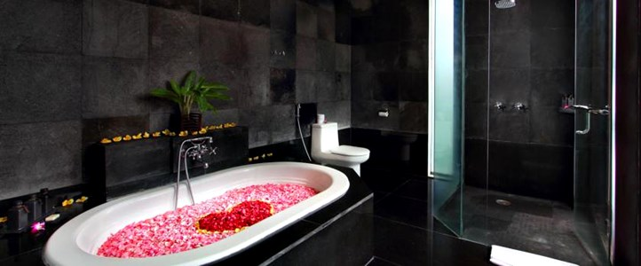 Bali Furama Xclusive Honeymoon - Romantic Bathroom Villa
