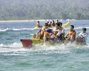 Pulau-Umang-Amazing-Resort-Tour-Watersport-Banana-Boat