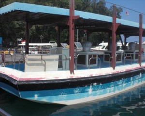 Tour-Pulau-Putri-Resort-Glass-Bottom-Boat