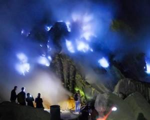 3D2N-Kawah-Ijen-Bromo-Sunrise-Tour-Gunung-Ijen-Blue-Fire-Kawah-Ijen
