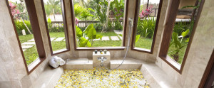 Bali-Kamandalu-Honeymoon-Villa-Villa-Batroom
