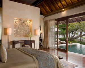 Bali-Royal-Santrian-Honeymoon-Villa-Bedroom-Pemandangan-Pantai