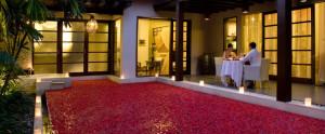 Bali De Daun Honeymoon Villa - Candlelight Dinner