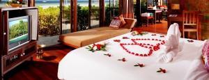 Romantic-Honeymoon-Villa-Romantic-Bedroom-Flower