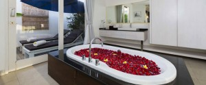 Bali-Crown-Astana-Honeymoon-Villa-Romantic-Bathtub