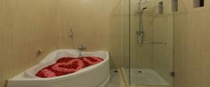 Bali Kubal Honeymoon Villa - Honeymoon Bathtub