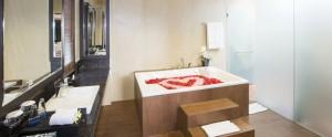 Bali Flamingo Dewata Honeymoon - Bathroom Villa