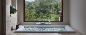Bali-Jannata-Villa-Romantic-Bathtub