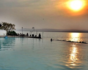 Pulau-Umang-Amazing-Resort-Tour-Kolam-Renang-Sunset