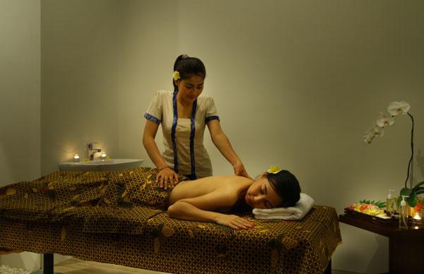 Bali Maharaja Seminyak Villa - Honeymoon Massage