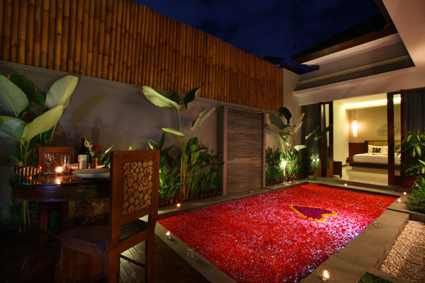 Bali Maharaja Seminyak Villa - Honeymoon Romantic Dinner
